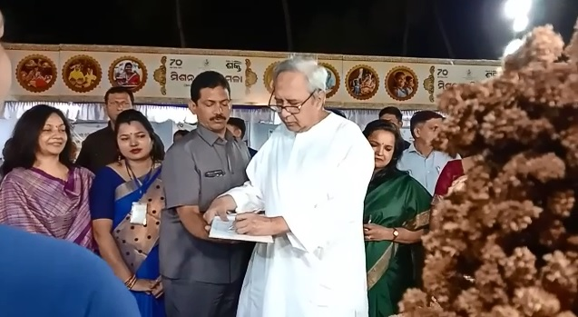 CM Directs All Collector To Transfer Unused Govt Property To SHGs