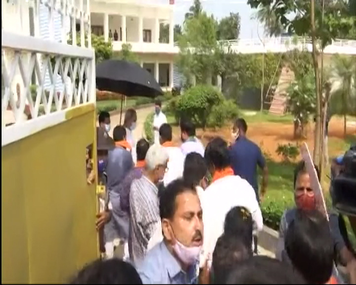 What Message Give CM Naveen Patnaik By Welcoming BJP MLAs To Naveen Niwas