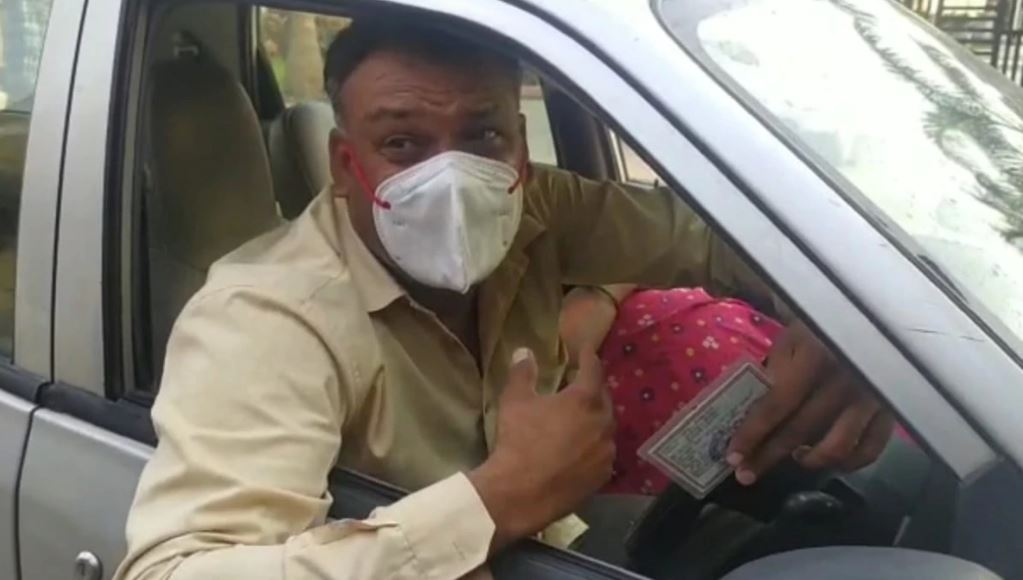 BSF Jawan Crying With Corona Positive WIfe For Bed In Hospital