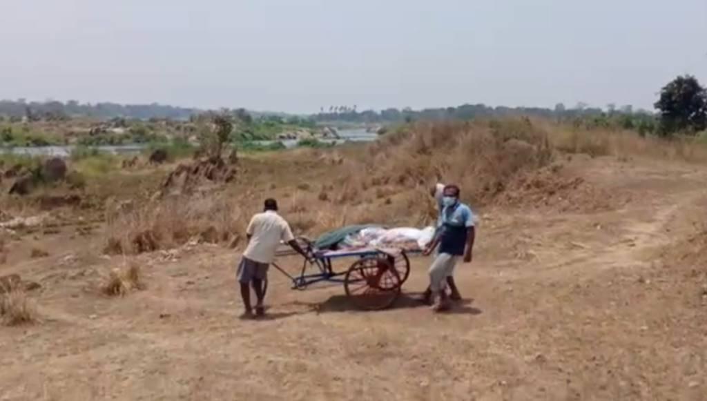 Dead Body Carried In Trolley Rickshaw In Sambalpur