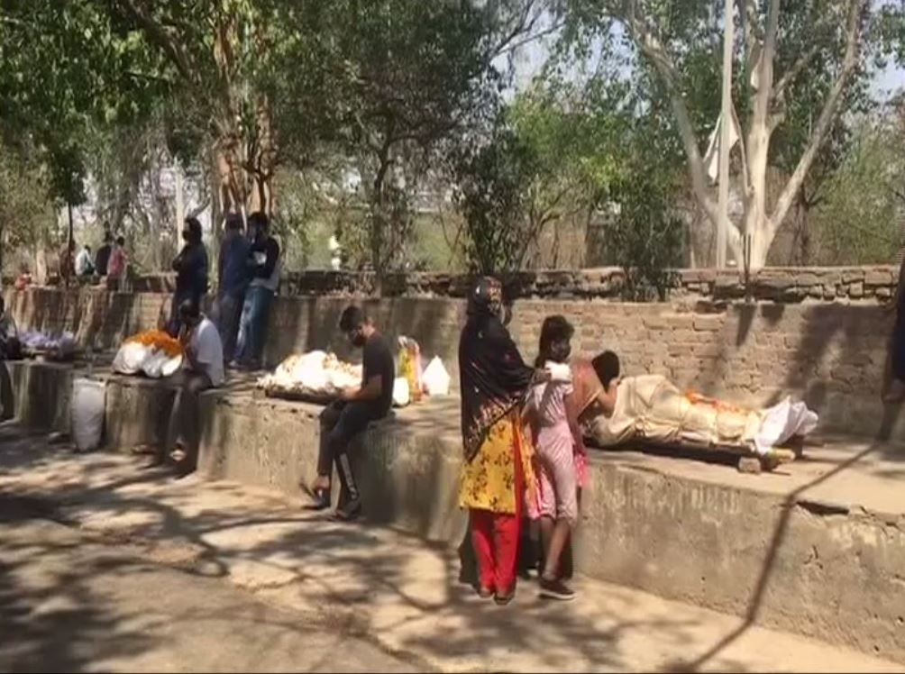 Long Que For Covid Dead Body Cremation In Ghaziabad
