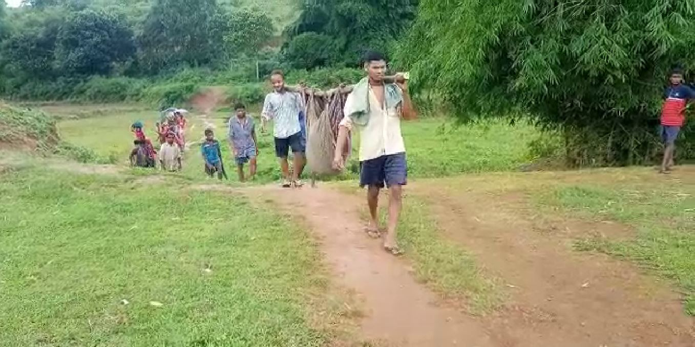 Tribal Mother Save His Girl Fighting With Bear In Bonda Ghat