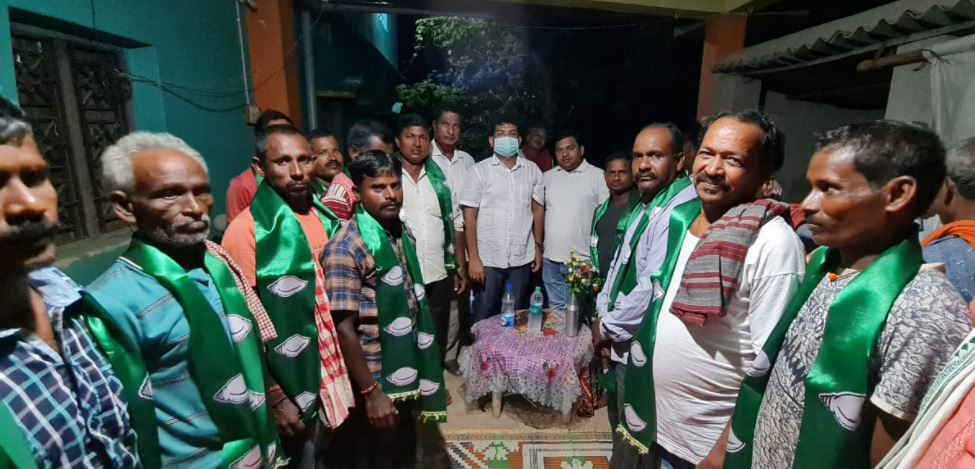 BJP And Congress Worker Joins BJD In Chandabali