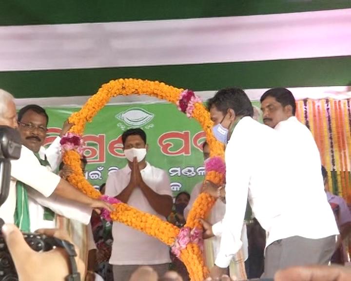 BJP And Congress Worker Joins BJD In Sundergarh