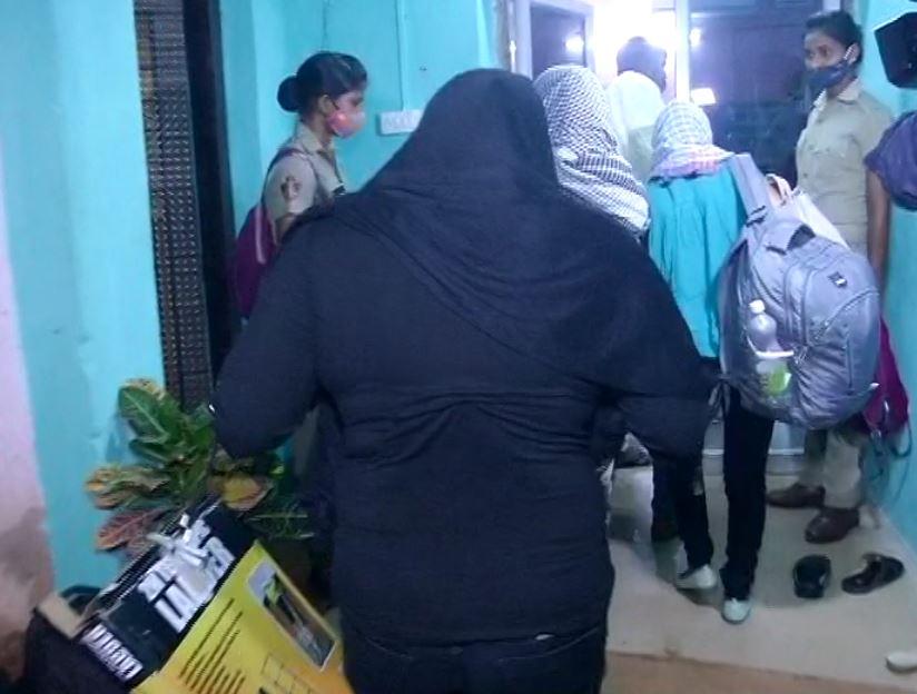 Police Nabbed Sex racket In Oyo Room Bhubaneswar